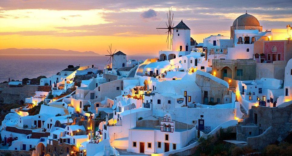 Eşsiz mimarisiyle beyaz evlerinden gece hayatına, masmavi denizinden muhteşem plajlarına işte en iyi 5 Yunan Adası…